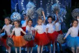 """Koncert """"Mikołaja czas wyglądać"""" w MOK w Piotrkowie. Wystąpiły dzieci ze stowarzyszenia SimaRe"""