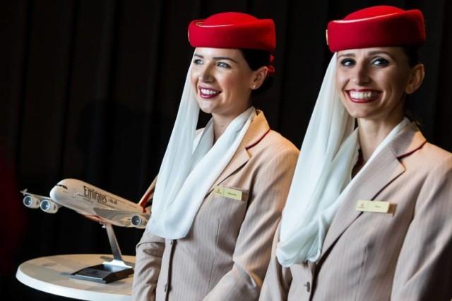 Emirates: Rekrutacja lipiec 2019. Linie lotnicze poszukują pracowników z Polski. Ile można zarobić?