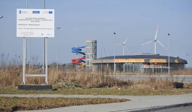 """Park Wodny """"Trzy Fale"""" w Słupsku miał być oddany do użytku pod koniec 2012 roku. Do dzisiaj jest w budowie"""