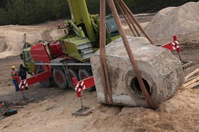 Betonowy bunkier wykopany podczas budowy drogi S3 niedaleko Trzebiszewa ważył 40 ton!