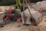 """Drogowcy odkopali... bunkier! 40-tonowy """"skarb"""" - kolos odkryty na budowie S3. Znalezisko trafiło do muzeum. Pamiętacie?"""