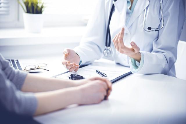 Kolejki NFZ do lekarza specjalisty mogą przyprawić o zawrót głowy. Sprawdź w naszym zestawieniu, gdzie terminy na wizytę na NFZ są najkorzystniejsze.
