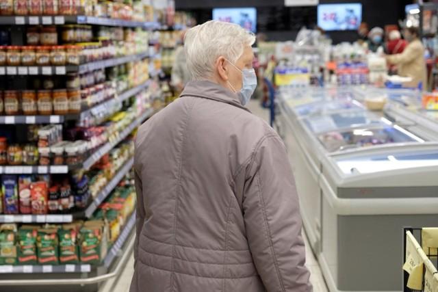 Seniorzy również zaczęli częściej korzystać z kanału online. Ta forma robienia zakupów stała się bardziej popularna aż wśród 14 proc. z nich