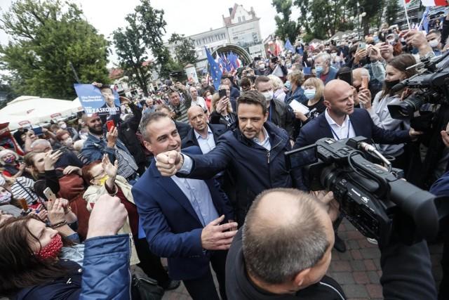 Rafał Trzaskowski spotkał się na wiecu wyborczym z mieszkańcami Dębicy