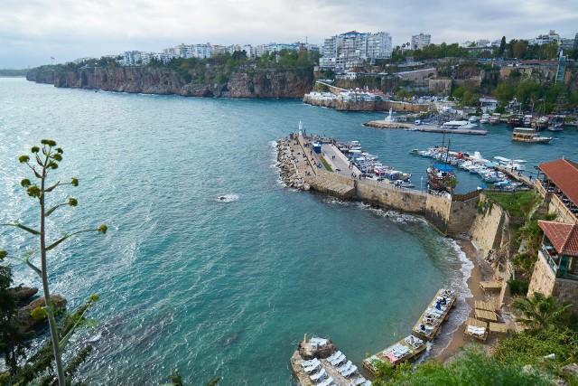 Jaka pogoda w Antalyi jest w konkretnych miesiącach?