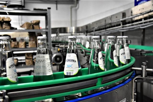 Dwadzieścia tysięcy butelek Wysowianki schodzi każdej godziny z nowej taśmy produkcyjnej w rozlewni w Wysowej-Zdroju. To dwa razy więcej, niż przed rokiem.