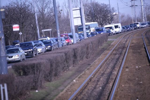 Korki w Śródmieściu: zobacz, które ulice w Warszawie są zakorkowane [MAPA]