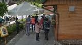Turyści na deptaku w Świeradowie Zdroju oczami Google Street View. Sprawdź, kogo przyłapała kamera!