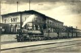 18 października 1844 roku do Legnicy wjechał pierwszy pociąg. Witano go okrzykami i fanfarami. Zobaczcie archiwalne zdjęcia dworców!