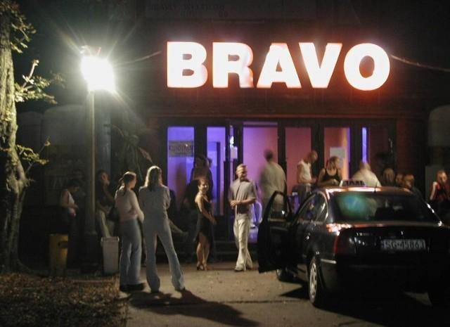 Brawo w Gliwicach to kultowe miejsce na mapie klubowej woj. śląskiego. Zobacz archiwalne zdjęcia z Bravo oraz innych klubów, które dziś nie istnieją, a kiedyś bawił się w nich tysiąc młodych ludzi  Kliknij lub przesuń w prawo i zobacz koleje zdjęcia archiwalne