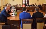 Oświadczenia majątkowe radnych Rady Miejskiej w Inowrocławiu za 2020 rok. Kto zarobił najwięcej? Kto ma najnowszy samochód?