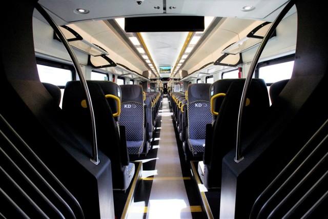 Zobacz, co podróżni zostawiają w pociągach Kolei Dolnośląskich! Przedmioty można odebrać w Punkcie Rzeczy Znalezionych Kolei Dolnośląskich. Kliknij w zdjęcie i zobacz, jakie przedmioty zostały odnalezione w pociągach i na stacjach!