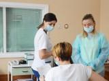 Koronawirus. Ruszyły szczepienia nauczycieli i pracowników przedszkoli w Bełchatowie, 16.02.2021