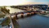 Most Staromiejski w Gorzowie wyglądał kiedyś ohydnie. Ale później przeszedł wielką metamorfozę! Pamiętacie jeszcze paskudne, żółte barierki?