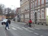 UWAGA NA ROWERZYSTÓW! Nowe przepisy powodują, że także rowerzyści uważają, iż mają bezwzględne prawo...wjeżdżania na przejścia