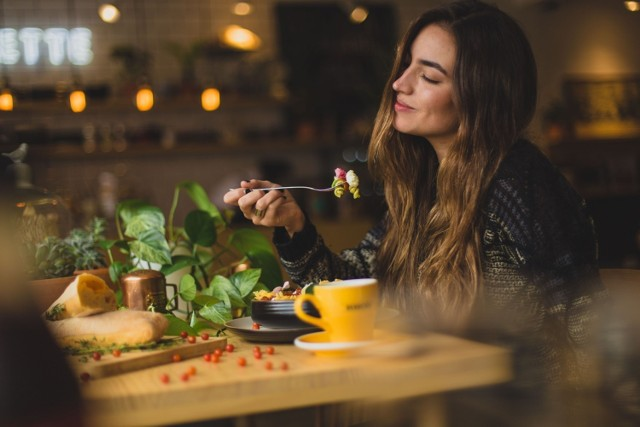 Która restauracja w Zielonej Górze jest najlepsza na rodzinny obiad? Z takim pytaniem jakiś czas temu zwróciliśmy się do zielonogórzan. Które lokale polecają mieszkańcy miasta? Zobaczcie ich propozycje, gdzie smacznie zjeść.  Zobacz również: Pomysł na szybki i prosty obiad: makaron z mięsnym sosem pomidorowym, z dodatkiem parmezanu i beszamelu