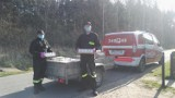 Zmieniamy Wielkopolskę: Strażacy z Gminy Brzeziny rozwozili paczki żywnościowe potrzebującym