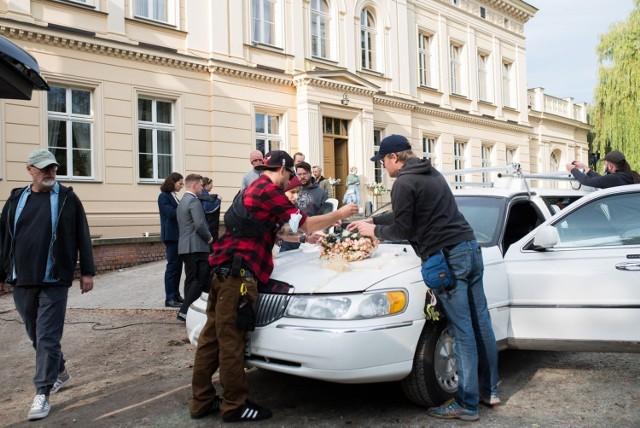 Tak w Ostromecku wyglądały przygotowania weselnej limuzyny do niezapowiedzianego wyjazdu do Starego Fordonu, na ulice którego ekipa Smarzowskiego wyruszyła (w całej produkcji po raz trzeci) 29 września br.