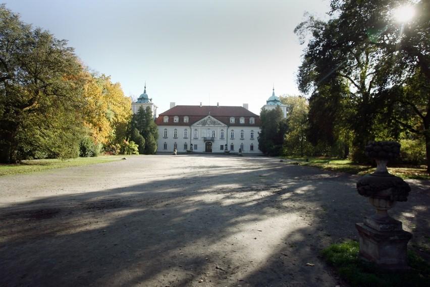 Oddalony o 47 km od Warszawy Nieborów przyciąga turystów...