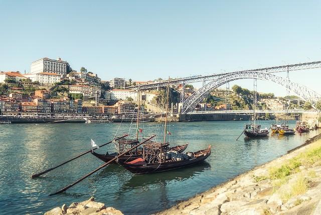 Przekonaj się, kiedy warto lecieć do Porto. Pogoda nie spłata ci figla