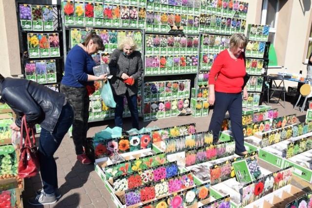 Radziejowski Dom Kultury oraz GOK w Czołowie zorganizowali  Jarmark Wielkanocny. Można było kupić wspaniałe ozdoby na wielkanocny stół, posmakować tradycyjnych potraw, a także zaopatrzeć się w nasiona. Przecież wiosna już przyszła, czas ruszyć na działki!