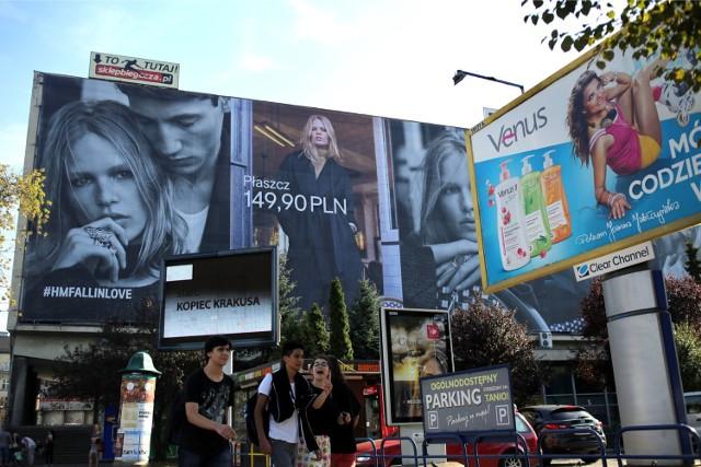 Przesyt reklam w Krakowie jest aż nadto widoczny. Krakowianie wyraźnie opowiedzieli się za zmniejszeniem powierzchni reklamowych w mieście.