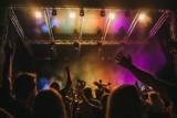 Koncerty Warszawa 2021. Letnie Brzmienia na Błoniach PGE Narodowego: Dąbrowska, Domagała, Fisz, Masecki i inni. Program, daty i ceny biletów