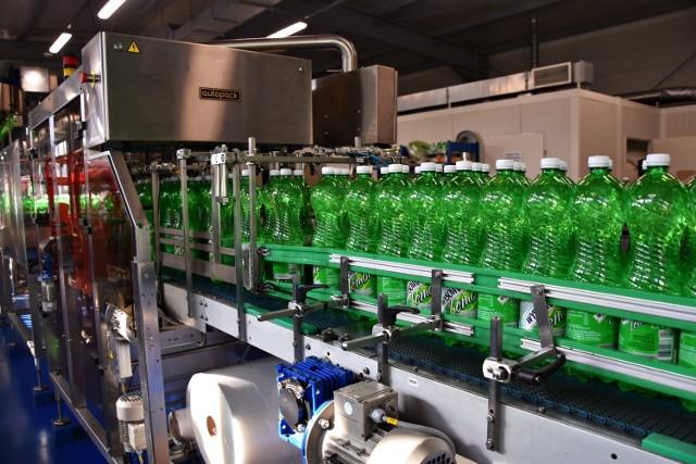 Dwadzieścia tysięcy butelek Wysowianki schodzi każdej godziny z nowej taśmy produkcyjnej w rozlewni w Wysowej-Zdroju