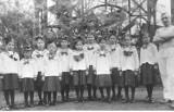 Mundurki szkolne - jak się zmieniały na przestrzeni lat? Zobaczcie zdjęcia archiwalne