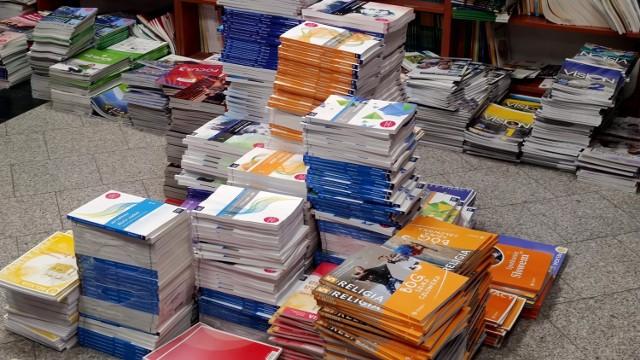 Ile kosztują podręczniki szkolne? Duży ruch w księgarni oświatowej w Piotrkowie