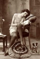 Tak kiedyś wyglądał ideał kobiecego piękna. Niezwykłe zdjęcia sprzed stu lat