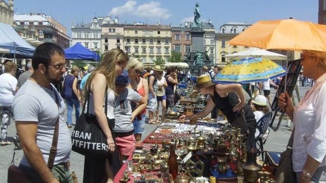 Targi staroci na Rynku Głównym.