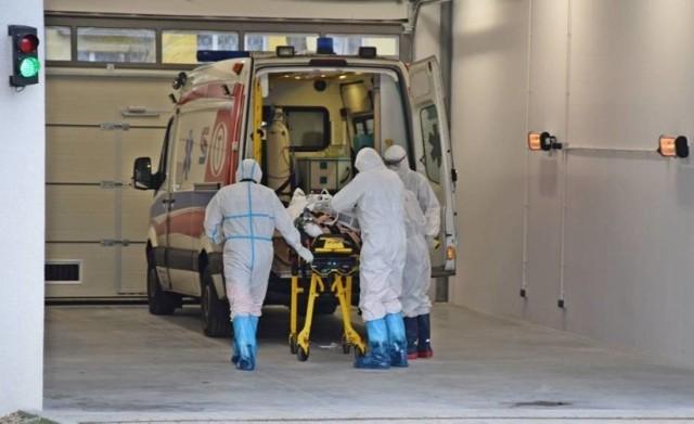 Rośnie liczba pacjentów z COVID-19 w lubuskich szpitalach. Coraz częściej zakażeni trafiają do szpitali w ciężkim stanie.