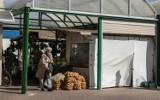 Konin: Targowisko miejskie przyciąga klientów. Na bazarze przy ulicy 11 listopada można kupić niemal wszystko. Zobaczcie sami!