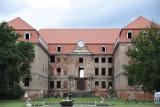 Atrakcyjne miejsca niedaleko Żagania. Pałac Brühla w Brodach. Ruiny straszą, ale hotel zaprasza