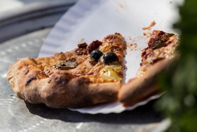 Najpopularniejszym rodzajem tego włoskiego przysmaku od lat jest Capricciosa.. Na podium znalazły się również Margherita oraz Pepperoni. Dużą popularnością cieszy się też Hawajska.
