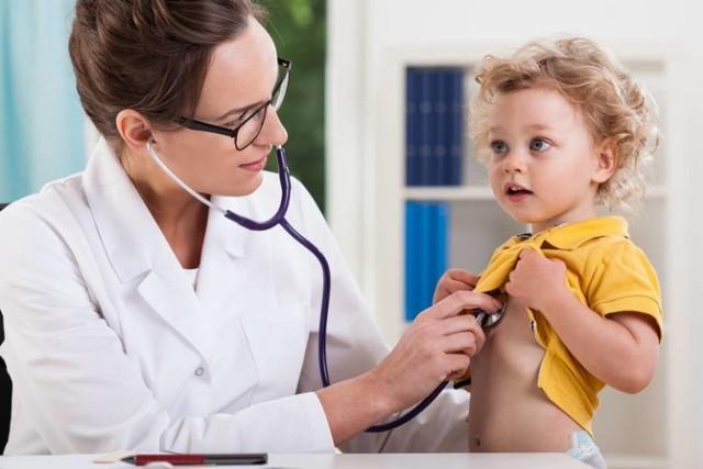 U pediatrów liczy się profesjonalizm, ale i miłe usposobienie. Który pediatra we Wrocławiu jest najlepszy? Stworzyliśmy zestawienie najlepszych pediatrów w regionie. Oparliśmy się na opiniach zamieszczonych przez użytkowników na portalu ZnanyLekarz.pl . Do którego pediatry powinniśmy się wybrać z naszym dzieckiem?  Zobacz na kolejnych slajdach.   Zobacz na kolejnych slajdach, którzy pediatrzy we Wrocławiu są najlepsi - posługuj się myszką, klawiszami strzałek na klawiaturze lub gestami