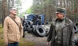 Ogromna sterta opon znaleziona w lesie niedaleko Gubina została zlikwidowana. Było ich 700! Pomogła je wywieźć firma z Krosna Odrzańskiego