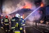 Katowice: Pożar hali magazynowej w Załężu [zdjęcia z akcji gaśniczej]. Co było przyczyną pożaru?