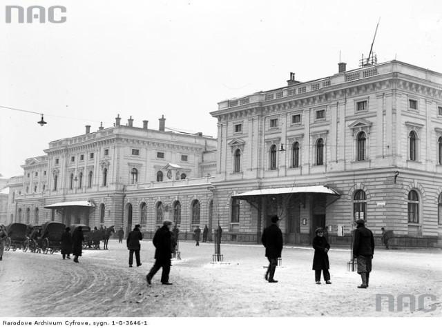 Dworzec Główny w Krakowie, 1933 rok.   Ponad 180 tysięcy fotografii z Narodowego Archiwum Cyfrowego www.nac.gov.pl