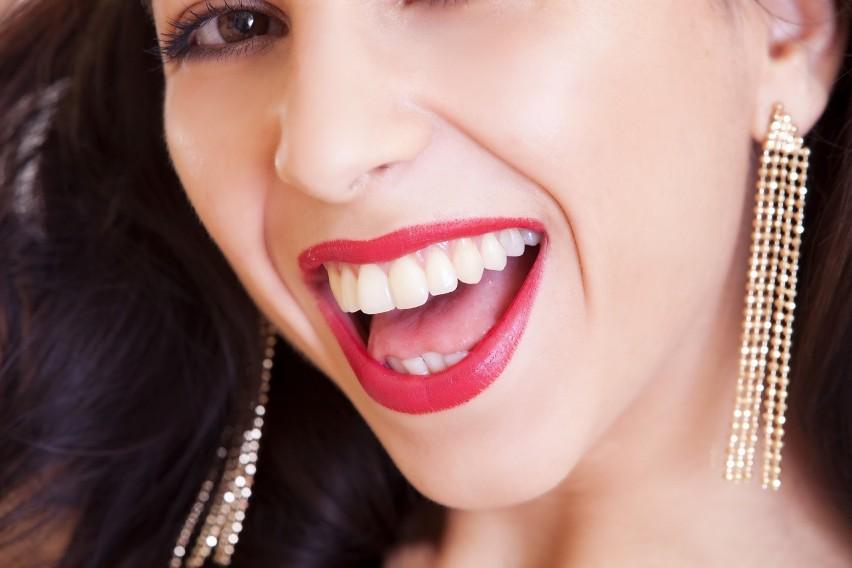 Chcesz mieć zdrowe i białe zęby? Są na to sposoby