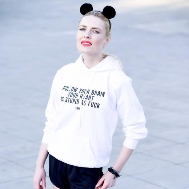 Ewa prowadzi bloga www.eve-r-green.blogspot.com. W zgłoszeniu do naszego plebiscytu przyznała, że kocha modę i uwielbia stylizować. W równym stopniu lubi też pisać. Obie te pasje stara się realizować na swoim blogu.