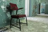 Zwiedzamy opuszczony szpital psychiatryczny w Krakowie [ZDJĘCIA]