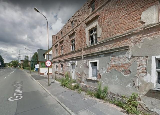 """Pekin - część osiedla na ul. Grunwaldzkiej, które raczej należy omijać. Swego czasu, mając znajomości wśród mieszkańców, można było kupić tam """"wszystko"""". Młodzież z bloków była też zaczepna."""