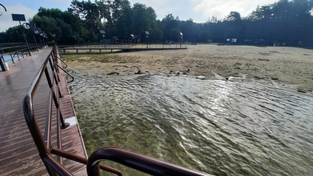 Ze Świebodzina nad Głębokie dojedziemy w pół godziny. Akwen ma bardzo czystą wodę. Niestety, jest jej już dramatycznie mało.