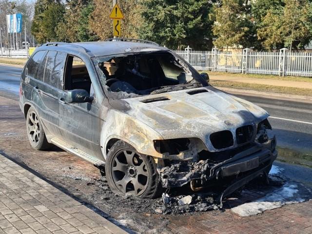BMW X5 zapaliło się przy ul. Bażyńskich
