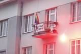 Marsz Niepodległości 2020. Fotorelacja i podsumowanie wydarzeń. Pożar mieszkania od rzuconej racy, ranni policjanci