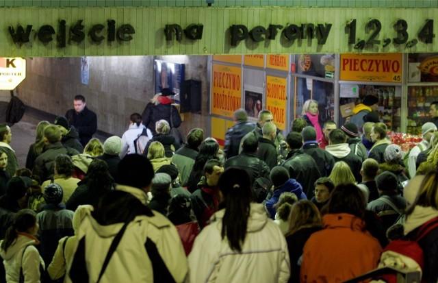 Wyburzony w 2011 dworzec PKP w Katowicach. Dworzec znajdował się na placu Szewczyka