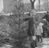 Kolejki po pomarańcze i karpie pływające w wannie, czyli Boże Narodzenie w PRL-u. Pamiętacie takie czasy? ARCHIWALNE ZDJĘCIA