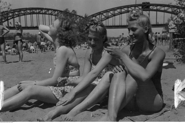 Nasi dziadkowie też bawili się nad Wisłą! Zobaczcie zdjęcia z dawnych lat! [GALERIA]